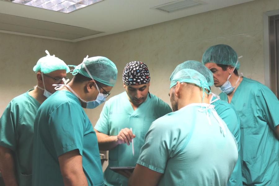 El Dr Elgeadi durante un momento de la formacion-dt